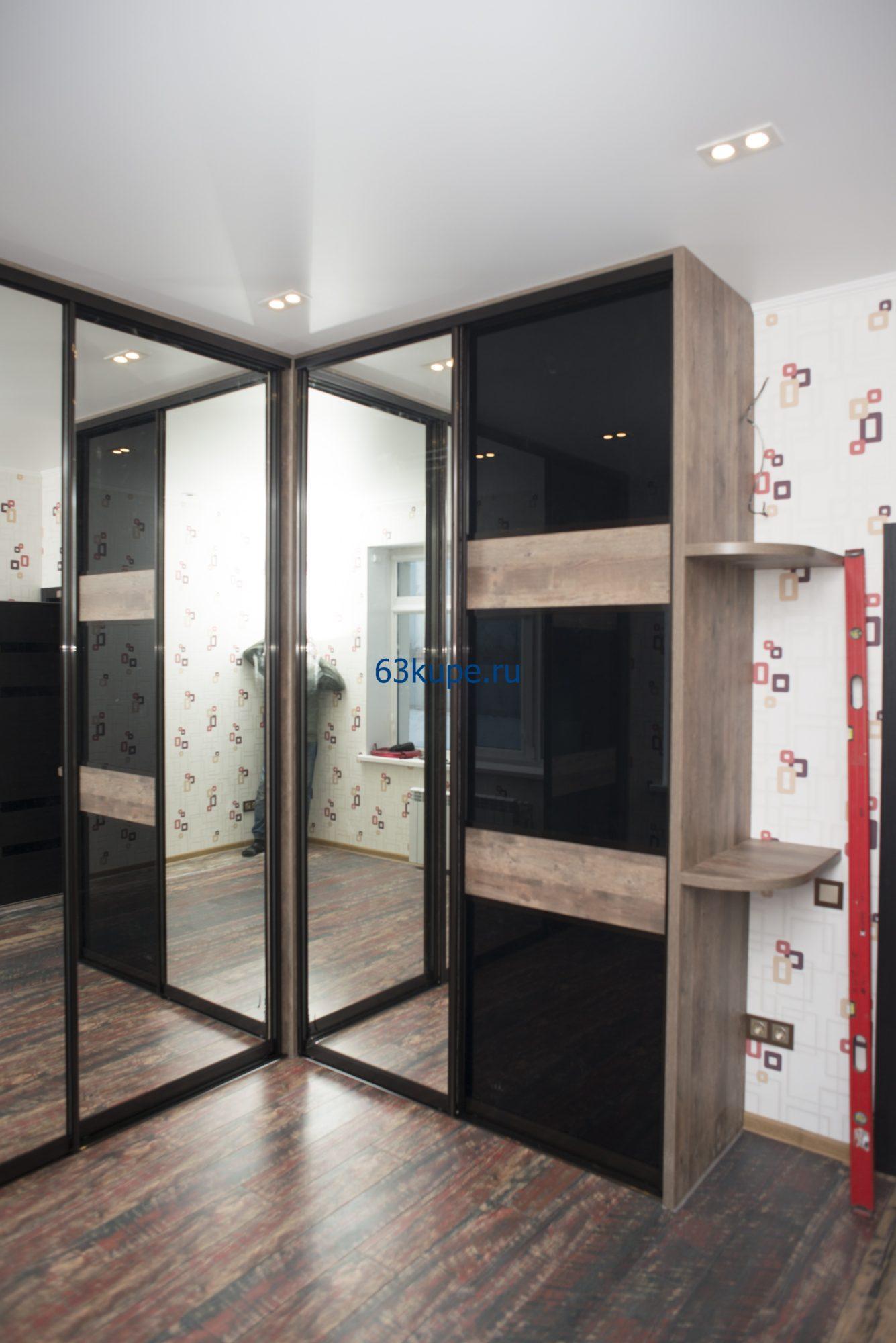 Встроенный угловой шкаф купе высотой 2,8 метра