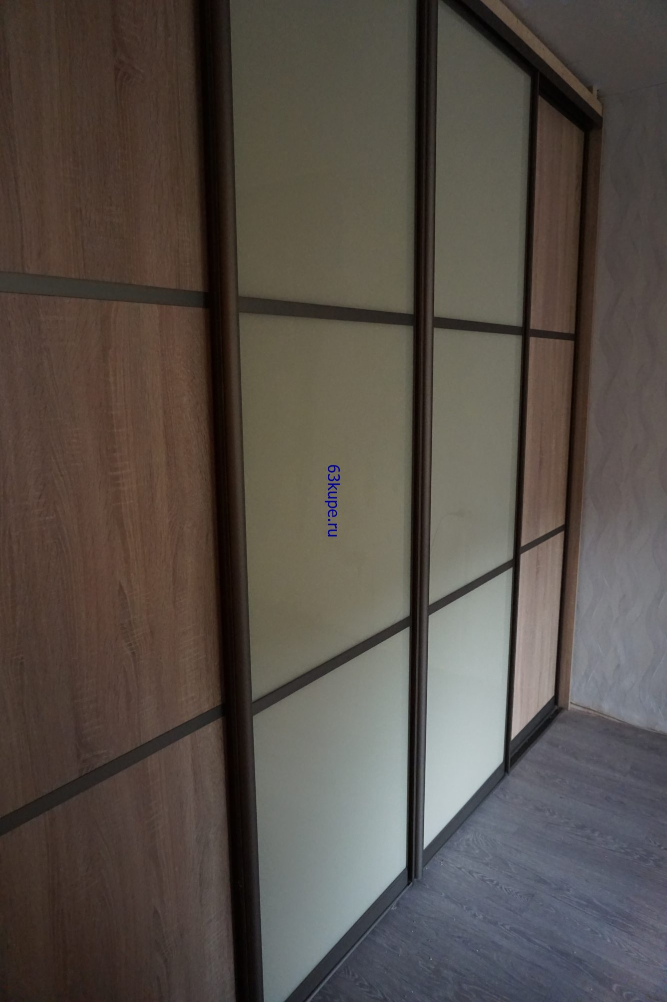 Встроенный шкаф купе в комнату.