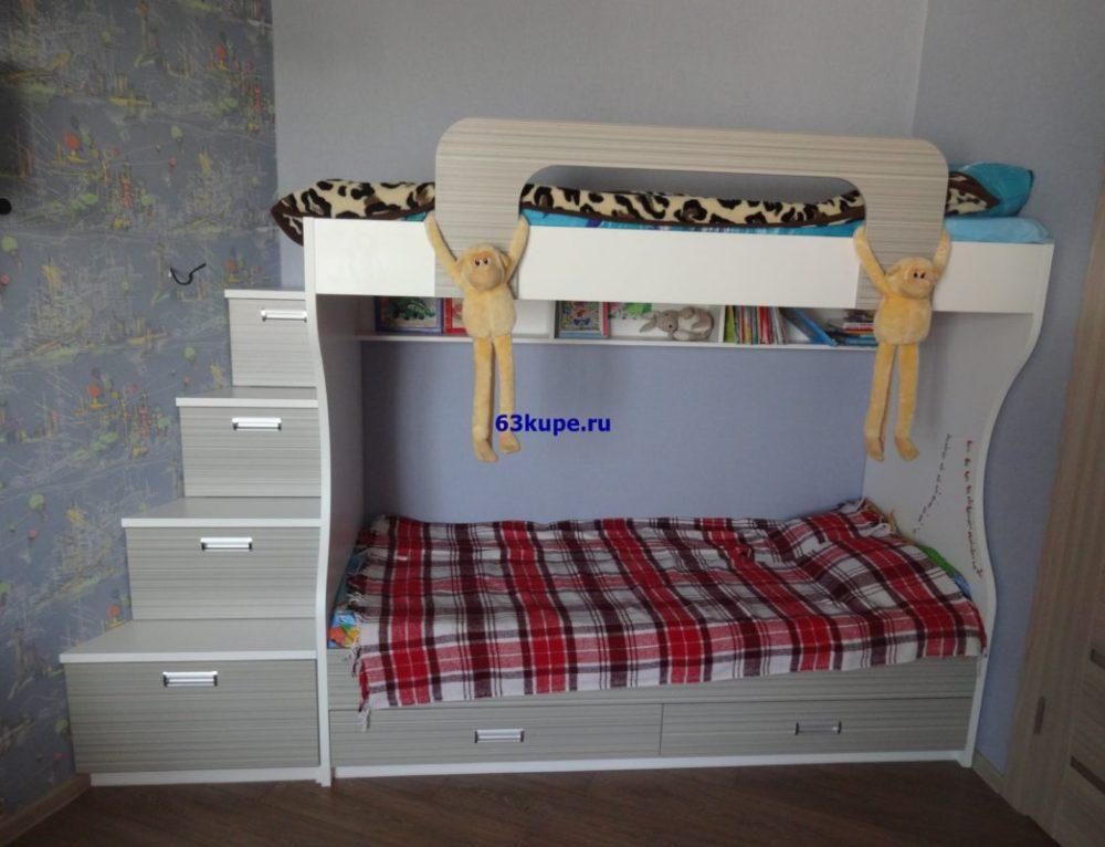 Комплект мебели для детской.